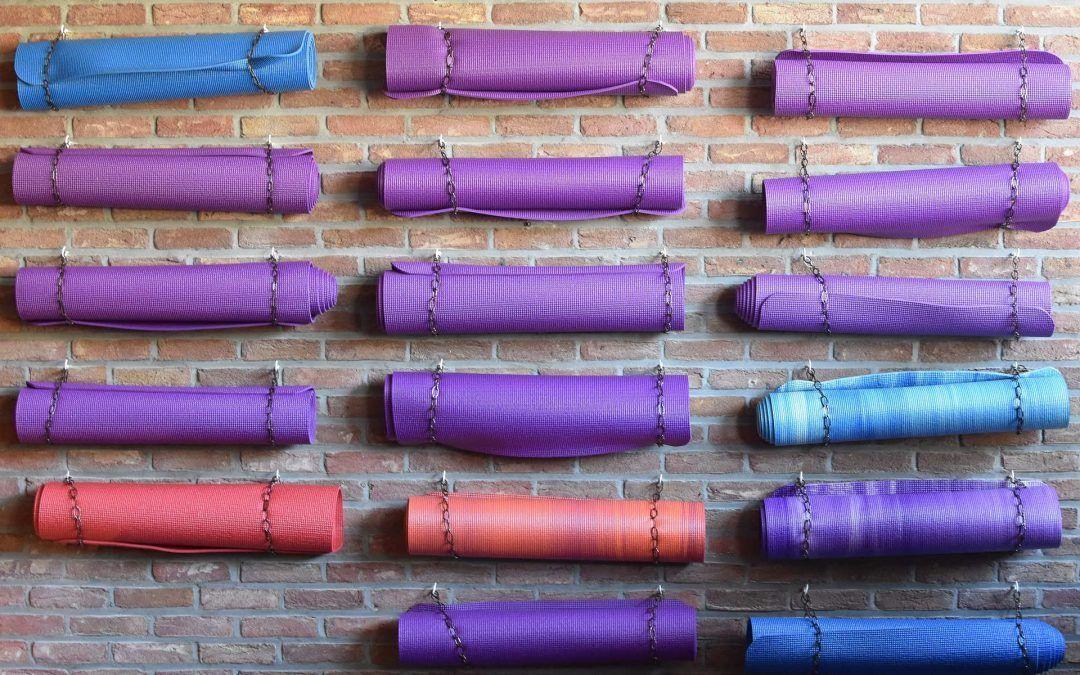 ¿Por qué y cómo comprar tu propia esterilla de yoga?